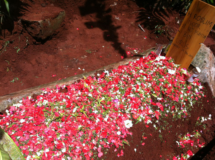 kuburan-Roslim-Noor